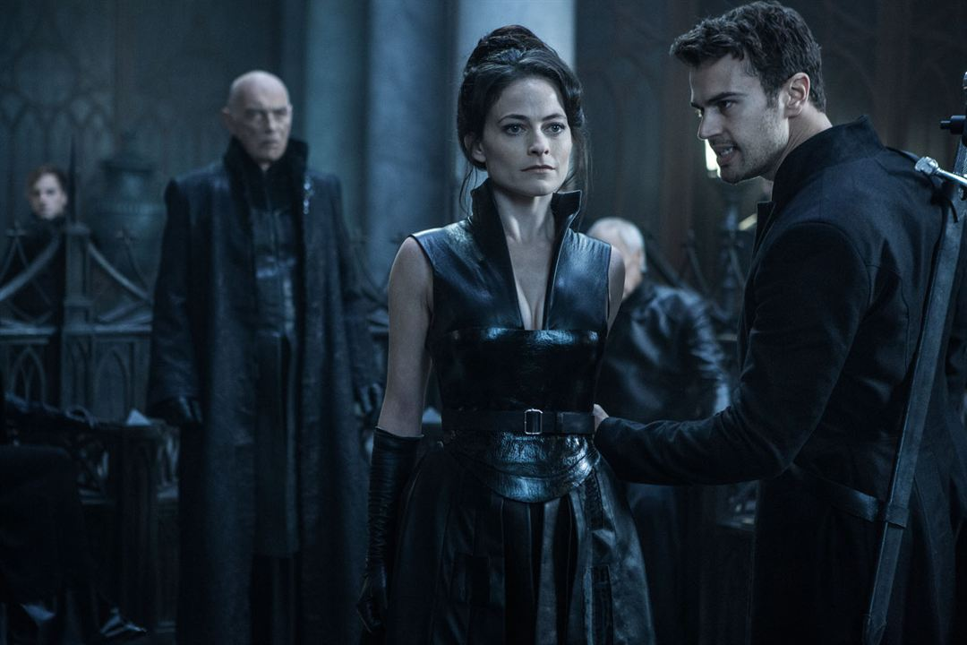 Underworld 5: Blood Wars : Bild James Faulkner, Lara Pulver, Theo James