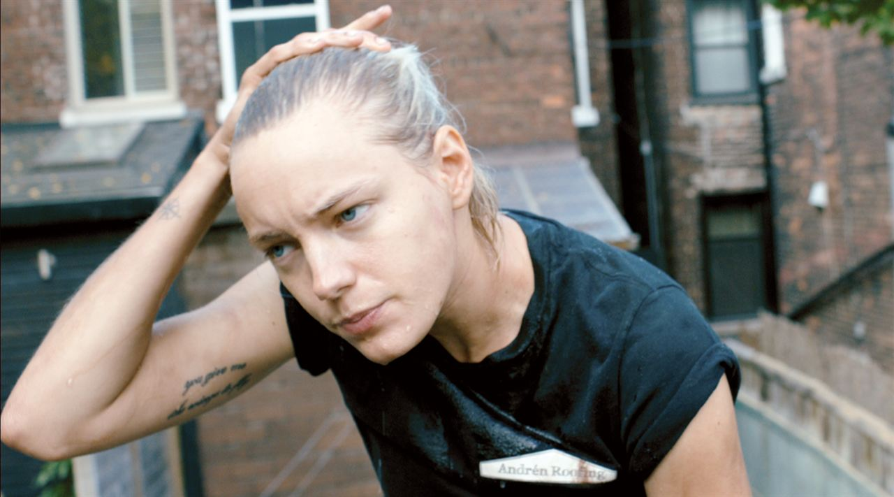 Below Her Mouth : Bild Erika Linder